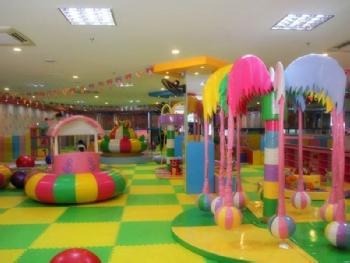 亲子乐园拥有室内儿童乐园